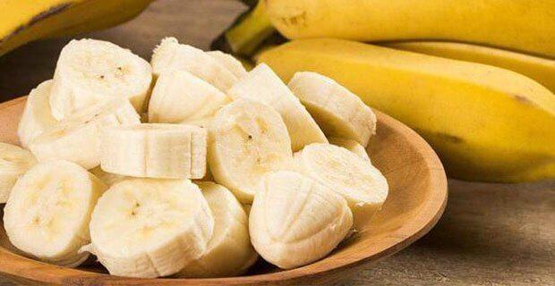 бананы на тарелки