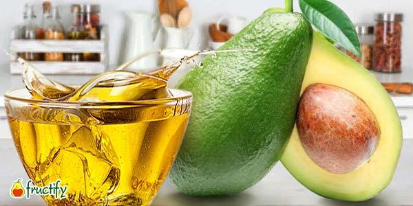 Авокадо-и-масло-в-чашке