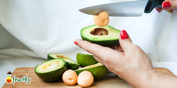 Косточку вынуть из авокадо