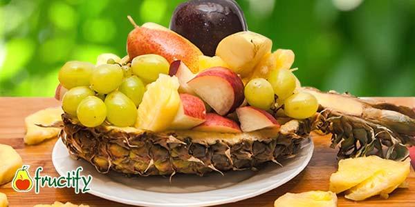 лодка-с-фруктами-из-ананаса