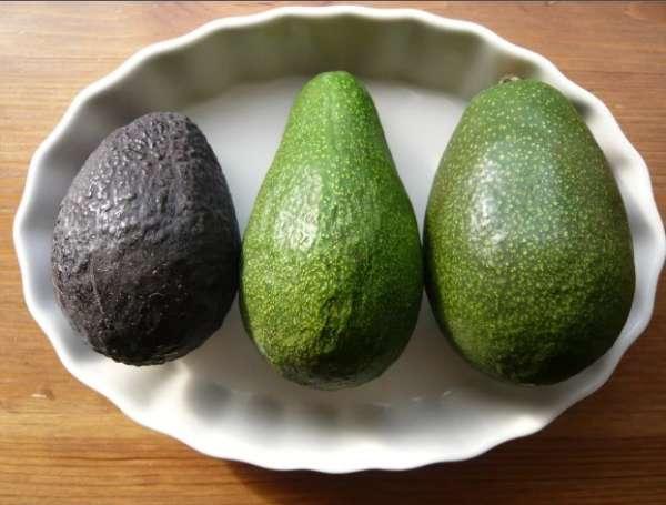 три авокадо