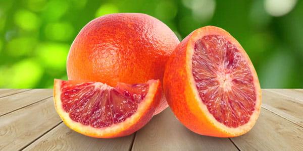 Кровавый апельсин на столе