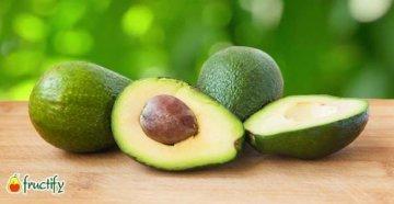 Авокадо косточка на столе