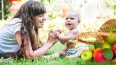 мама малыш и яблоки
